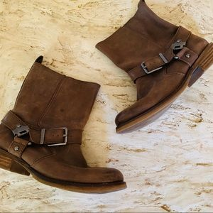 Gianni Bini Brown Leather Bucket Boots. Size 8.5M